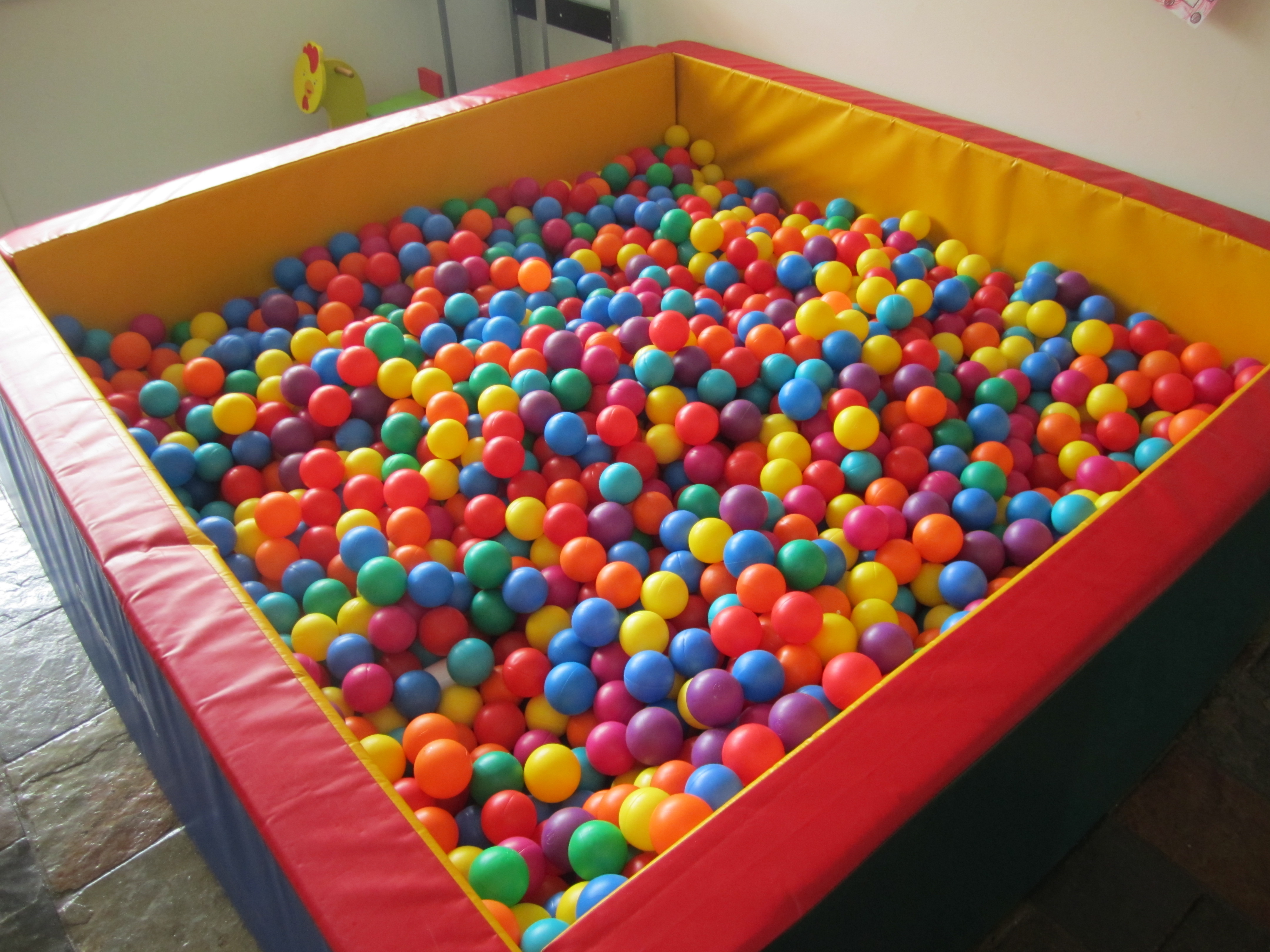 Easy Diy Projects For Home Decor Diy An At Home Ball Pit For Any Age Wow Amazing
