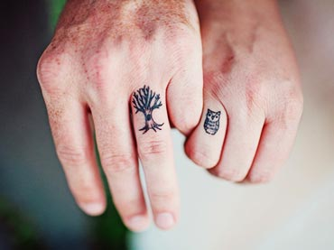 18-Heart-Touching-Wedding-Ring-Tattoo-Design