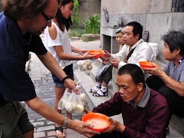 Briton-doled-out-food-to-homeless-people-in-China-for-7-years