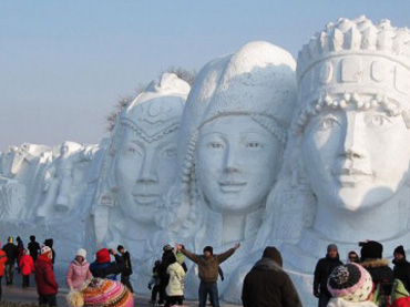 Cool Yourself Down With These Amazing Snow Sculptures