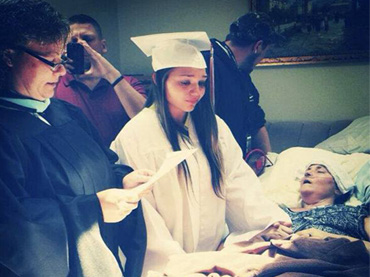 Graduation Held a Month Early to Fulfill Dying Mom's Last Wish