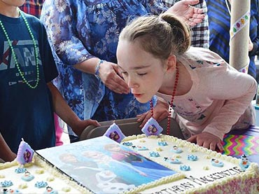 Hundreds-Of-Strangers-Flock-To-A-Mentally-Disabled-Girls-Birthday-Party-After-None-Of-Her-Classmates