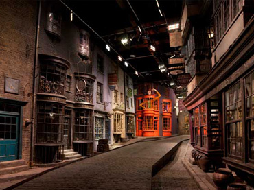 Live Like A Wizard Check Out This Amazing Harry Potter Themed Hotel Room