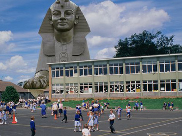Wealthy-Museum-Owner-Donated-A-Sphinx-To-This-Local-Elementary-School-And-Changed-These-Kids'-Lives-Forever