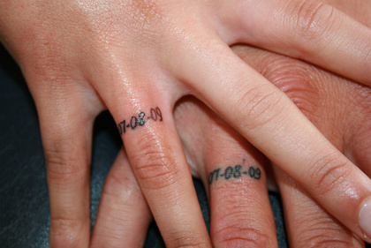 18 Of The Best Wedding Ring Tattoos For Couples Wow Amazing