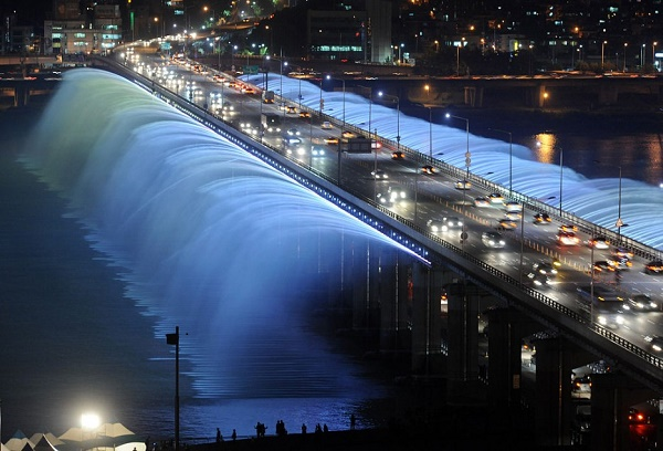 1-The Banpo Bridge - South Korea