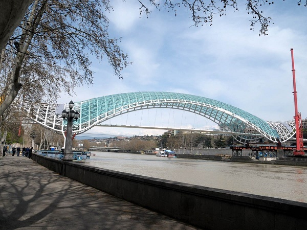 8-Tbilisi Glass Bridge - Georgia