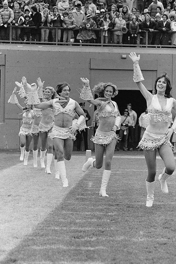 Robin Williams joining the cheerleading squad (1980).