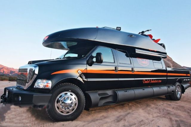 the_most_epic_motorhome_ever_built_640_03