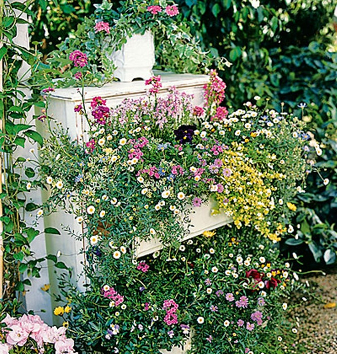 Using Recycled Goods: Garden Ideas For Your Own Whimsical Outdoor ...