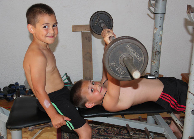 Children break weight lifting record