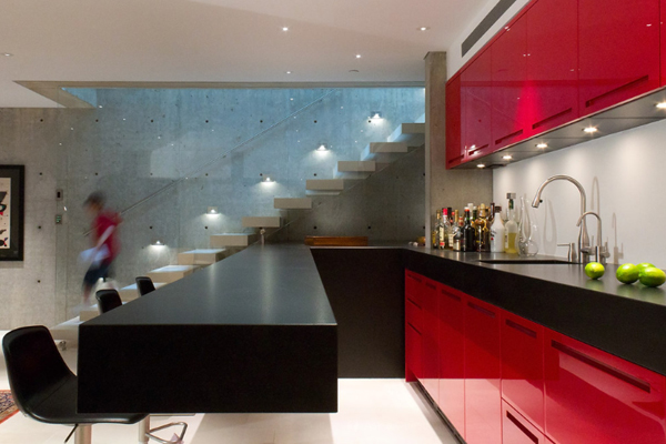 19-almost-invisible-glass-wall-for-staircase-red-kitchen