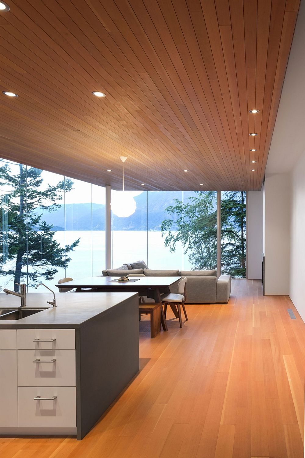 Gambier Island House3