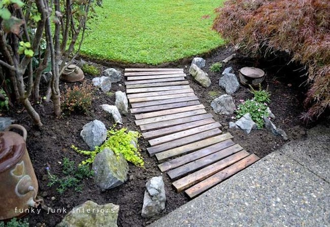 "This cute path is <a href=""http://www.funkyjunkinteriors.net/2011/07/from-dirt-to-pallet-wood-walkway-in.html"" target=""_blank"">made from pallets</a>."