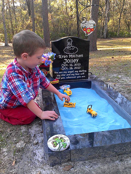 Mom Ashlee Hammac Adds Sandbox to Infant Son's Grave For Older Son as Tribute