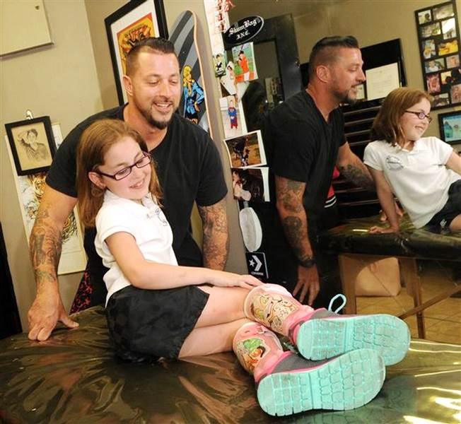 8 Year Old Girl's Leg Braces Gets a Disney Touch From a Tattoo Artist – Wow  Amazing