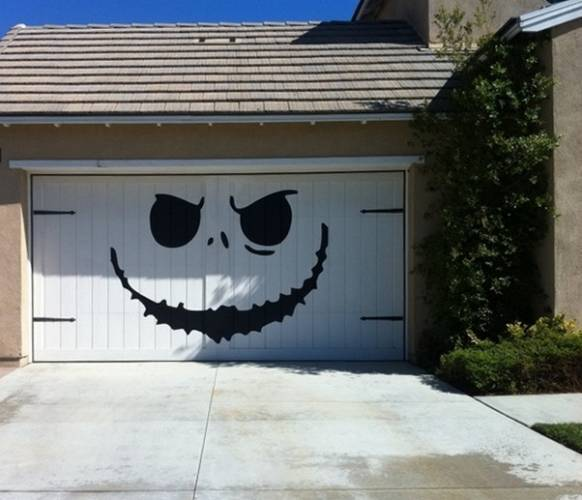 Incredible art painted on garage doors wow amazing for Painted garage doors pictures