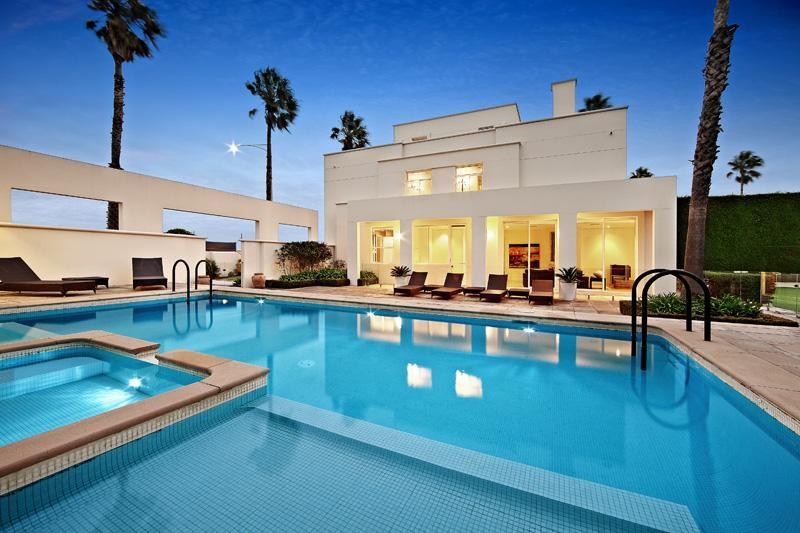 15 Of The Most Heavenly Luxury Mansions With Swimming Pools Wow Amazing