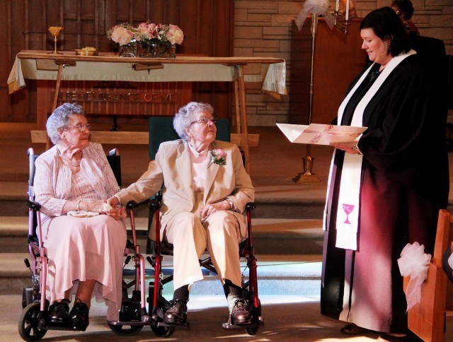 Photos of Elderly People Getting Married Prove Its Never