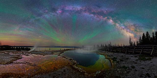 colorful-milky-way-photographs-yellowstone-park-2