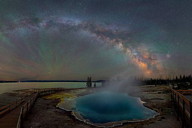 http://static.boredpanda.com/blog/wp-content/uploads/2015/07/colorful-milky-way-photographs-yellowstone-park-3.jpg