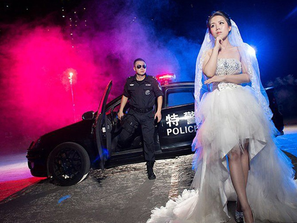 A Chinese SWAT Member Couldn't Go To The Studio For The Pre-Wedding Photo Shoot... So The Studio Came To Him!