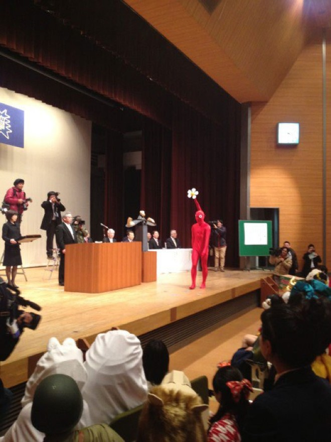 http://img.v3.news.zdn.vn/w660/Uploaded/rugtzn/2014_03_04/kanazawacollegeofartinjapanletsstudentswearcostumestograduation20.jpg