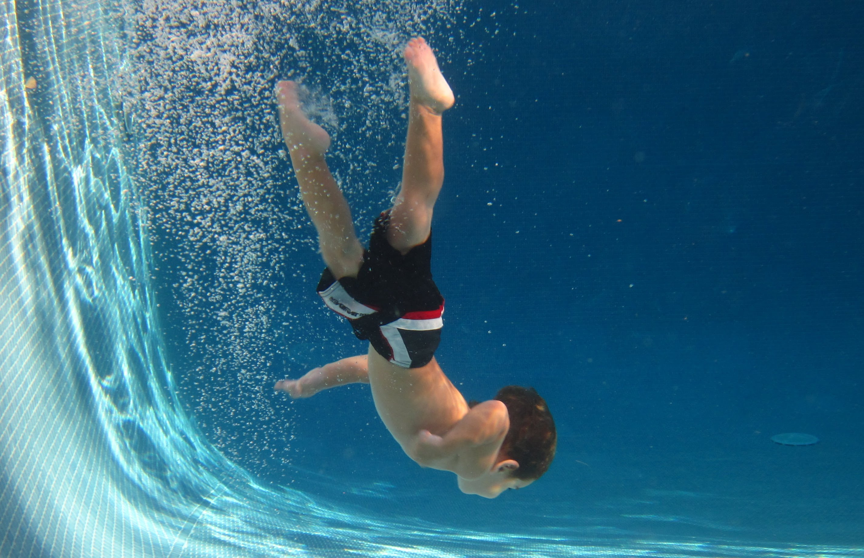 This 2 Year Old Boy Bravely Dives And Freely Swims In A 9 Foot Deep Pool Wow Amazing