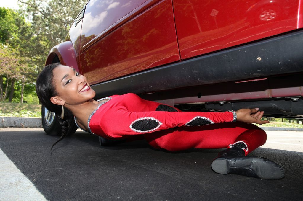 New Guinness World Record Holder Can Limbo Her Way Under a Car ...