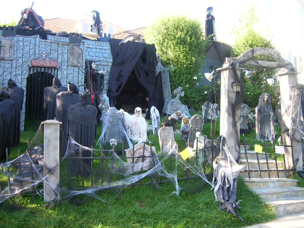 Cemetery-Halloween-Decor
