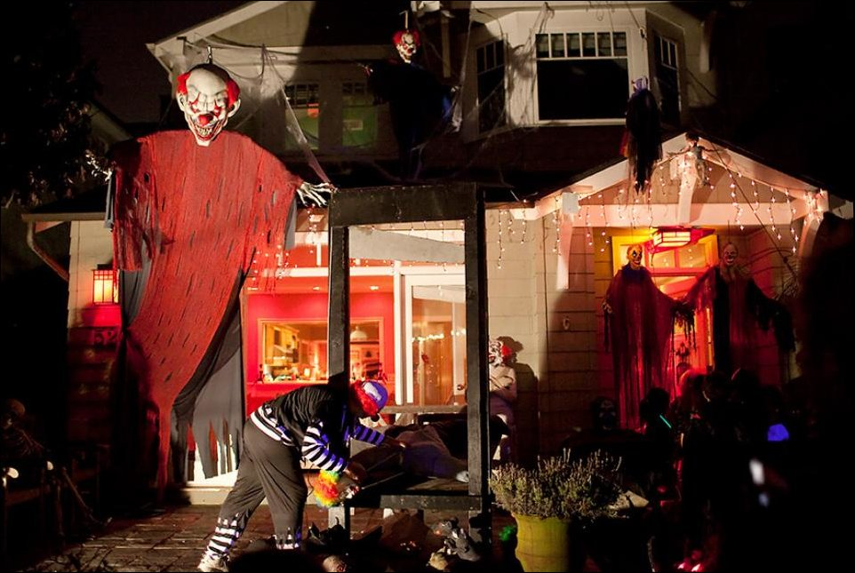 Evil-Clowns-Halloween-Decor