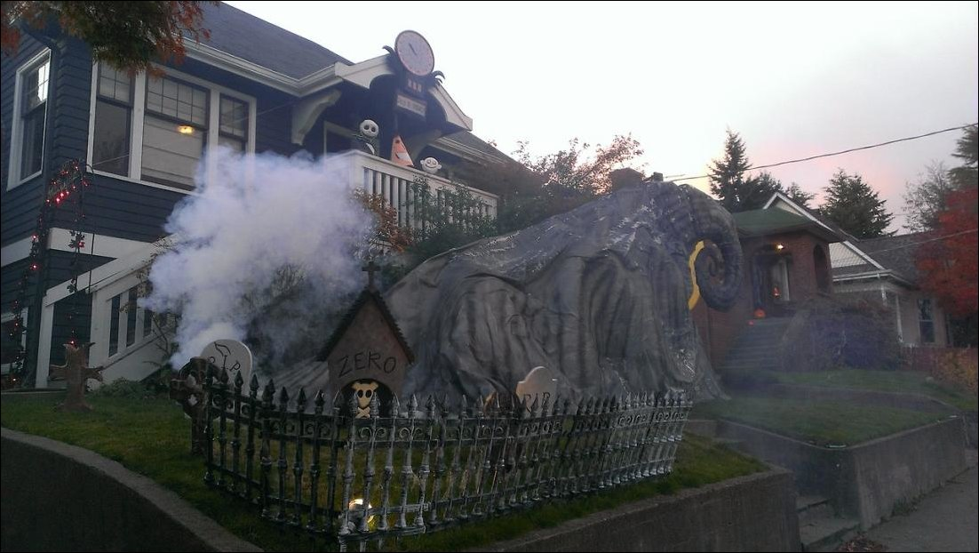Nightmare-Before-Christmas-Halloween-Decor