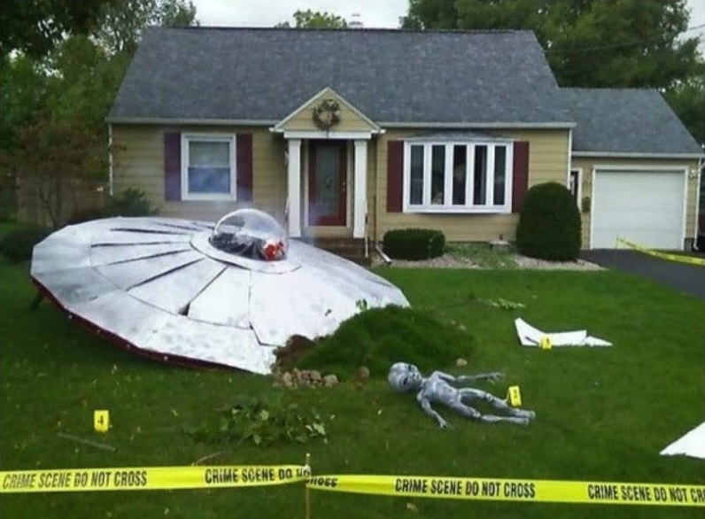 UFO-Crash-Halloween-Decor