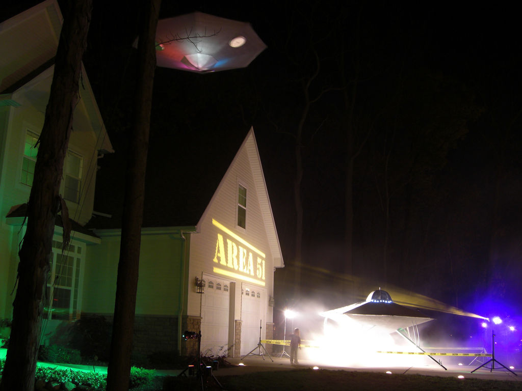 UFO-Invasion-Halloween-Decor