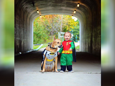 Dogs-and-Kids Pair Up in Halloween Costume ...  sc 1 st  Wow Amazing & Dogs-and-Kids Pair Up in Halloween Costume Duos u2026See the Cute Side ...
