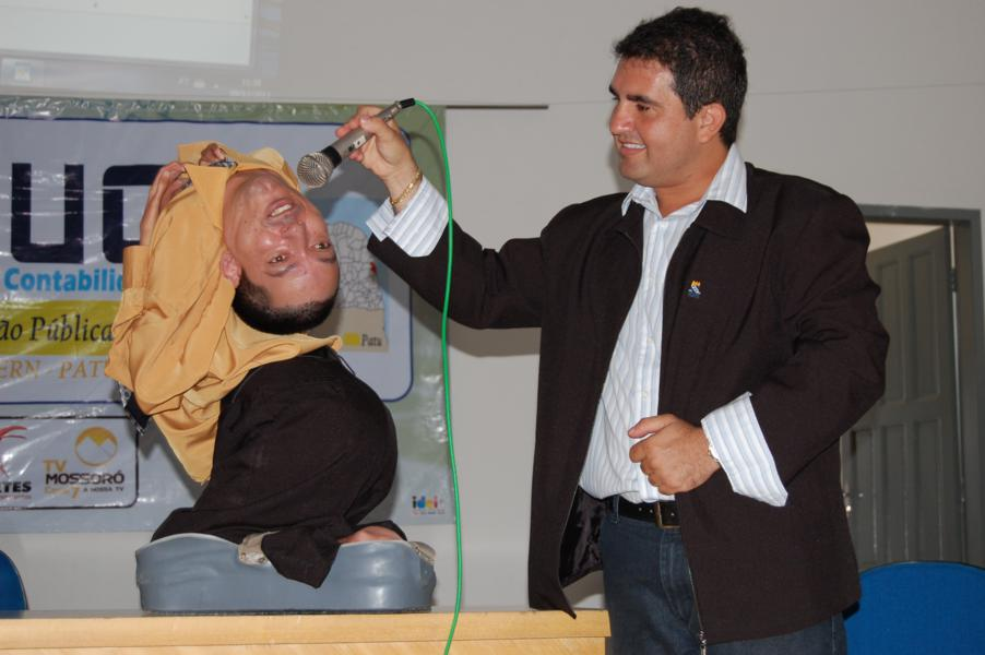 Born With An Upside Down Head This Man Did Not Let His Condition Disorder His Life Wow Amazing