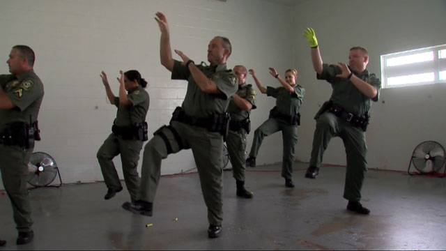 """Officers Dance to Michael Jackson's """"Thriller"""" to Cheer Up"""