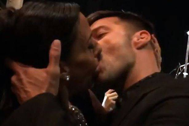 PAY-Ricky-Martin-kissing-Ana-Paola-Diniz (1)